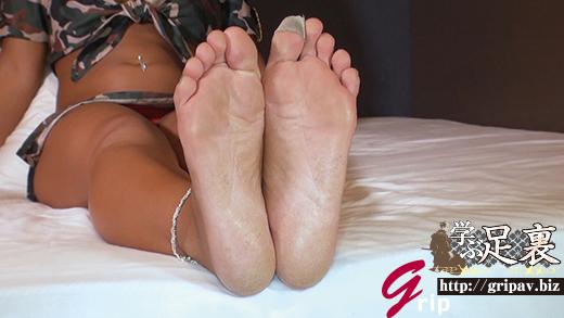 1年中ビーサンの黒ギャルそらみ22.5cm左足親指の爪剥がれ足裏足指